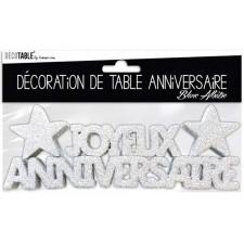 Déco de table d'anniversaire blanche avec paillettes
