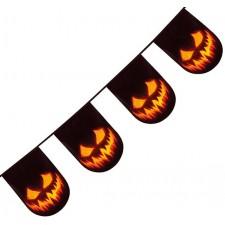 Guirlande décorée avec des citrouilles maléfiques effrayantes idéal pour une déco d'Halloween